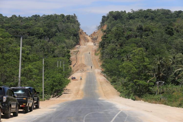 Jalan Lingkar Timur Kuningan 7,2 Km Rampung November 2021 - Foto 1