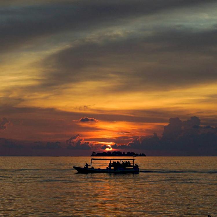 Liburan ke Pantai Tanjung Gelam, Spot Sunset Terindah di Karimunjawa - Foto 1
