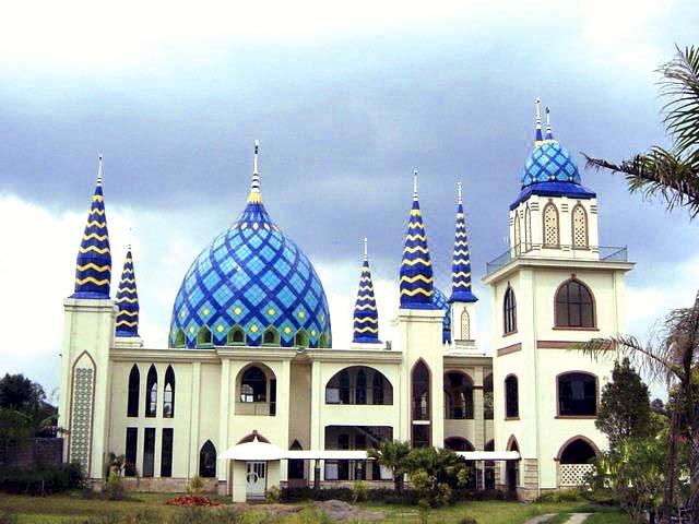 3 Masjid Ikonik Ini Kerap Jadi Pilihan Wisata Religi di Subang, Ada yang Mirip Kabah Lho - Foto 2