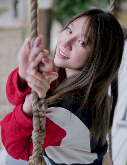 Potret Mempesona Jena, Gamer Cantik yang Sukses di YouTube - Foto 6