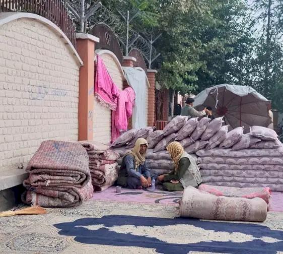 Krisis Ekonomi Afganistan Mulai Terasa, Warga Ramai-ramai Jual Perabotan demi Sesuap Nasi - Foto 2
