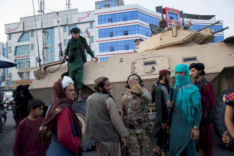 9 Potret Geliat Jalanan Afganistan di Bawah Rezim Baru Taliban, Jarang Terlihat Wanita - Foto 7