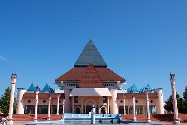 3 Masjid Ikonik di Kota Kediri Ini Punya Arsitektur Unik Lho, Terakhir Punya Menara Mirip Big Ben Inggris - Foto 2