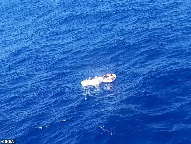 Hanyut di Lautan 4 Hari, Ibu ini Minum Urine Agar Bisa Menyusui Dua Anaknya - Foto 1