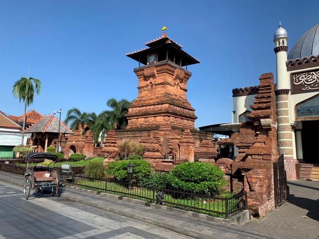 Sudah Tahu Belum Lokasi Makam-Makam Wali Songo yang Tersebar di Pulau Jawa, Yuk Ziarah - Foto 5