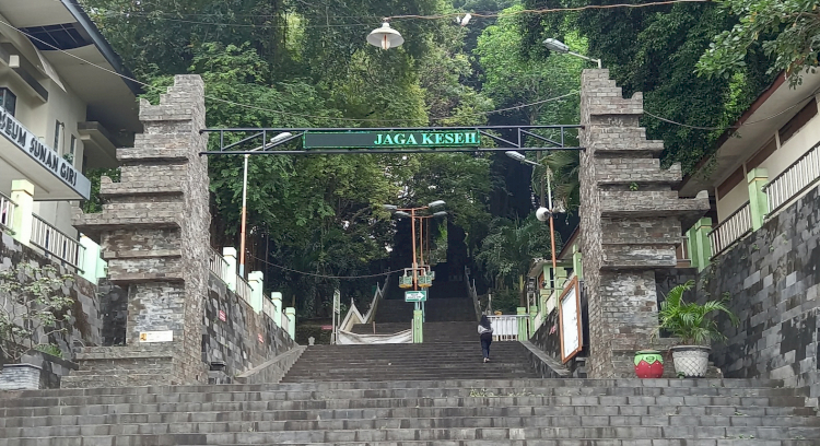 Sudah Tahu Belum Lokasi Makam-Makam Wali Songo yang Tersebar di Pulau Jawa, Yuk Ziarah - Foto 6