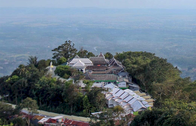Sudah Tahu Belum Lokasi Makam-Makam Wali Songo yang Tersebar di Pulau Jawa, Yuk Ziarah - Foto 8