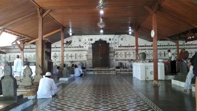 Sudah Tahu Belum Lokasi Makam-Makam Wali Songo yang Tersebar di Pulau Jawa, Yuk Ziarah - Foto 9