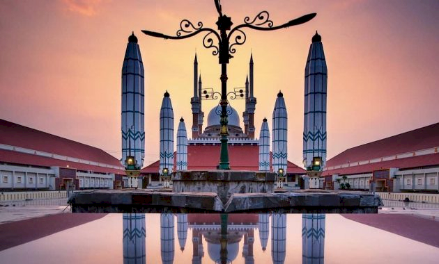 Inilah 7 Destinasi Wisata Religi Favorit di Jawa Tengah yang Wajib Dikunjungi, Sudah Pernah Kesini - Foto 1