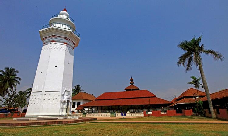 Berkunjung Yuk ke Masjid-masjid Indah dan Unik di Provinsi Banten - Foto 1