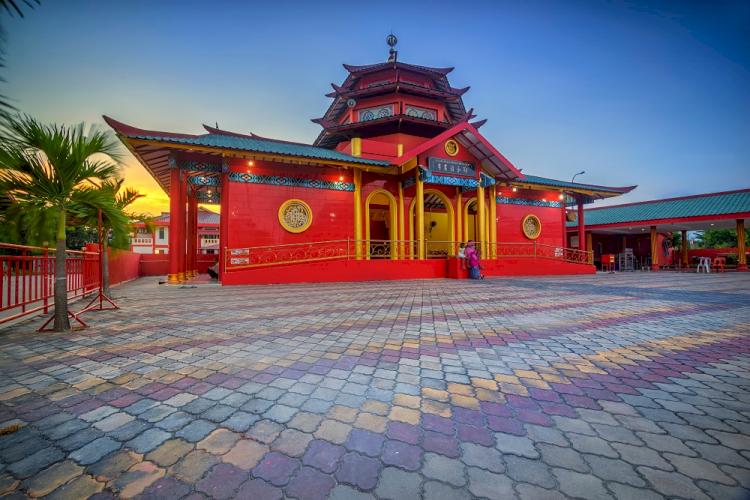 7 Destinasi Wisata Religi di Jawa Timur Ini Jadi Favorit Traveler Muslim, Kalian Sudah Kesini - Foto 1