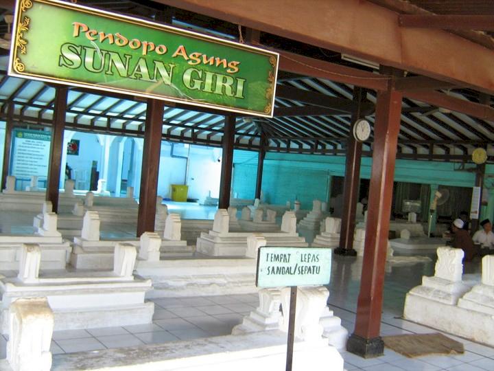 7 Destinasi Wisata Religi di Jawa Timur Ini Jadi Favorit Traveler Muslim, Kalian Sudah Kesini - Foto 7