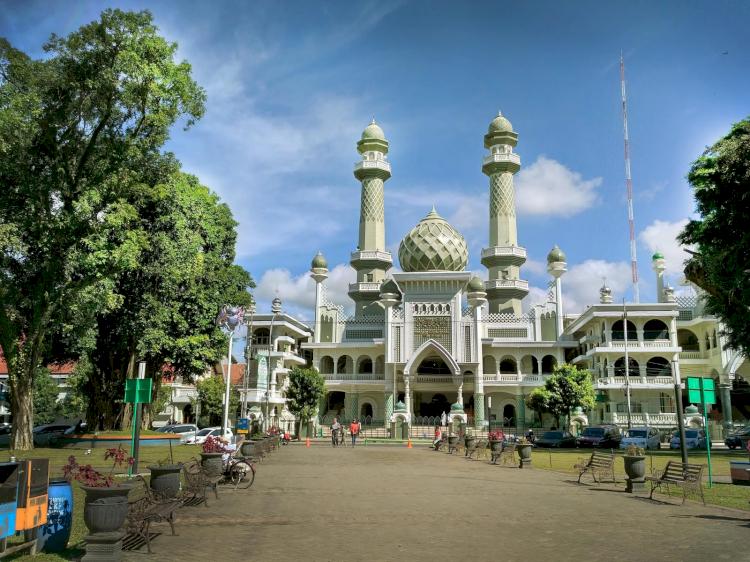 Ke Malang Jangan Lupa Kunjungi 4 Destinasi Wisata Religi Ini, Ada Masjid Mirip Taj Mahal Lho - Foto 2