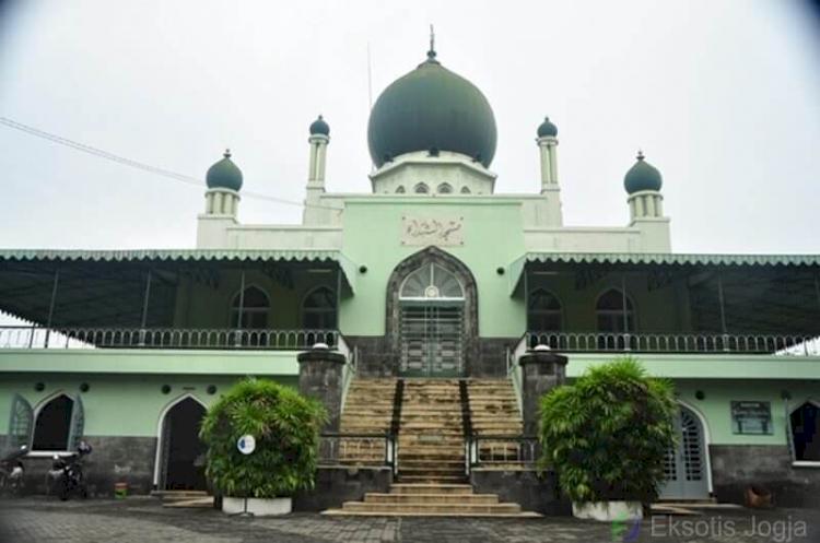 Jogja Cuma Punya Wisata Alam, Kata Siapa Berikut 6 Wisata Religi di Jogja yang Bisa Jadi Pilihan untuk Dikunjungi - Foto 3