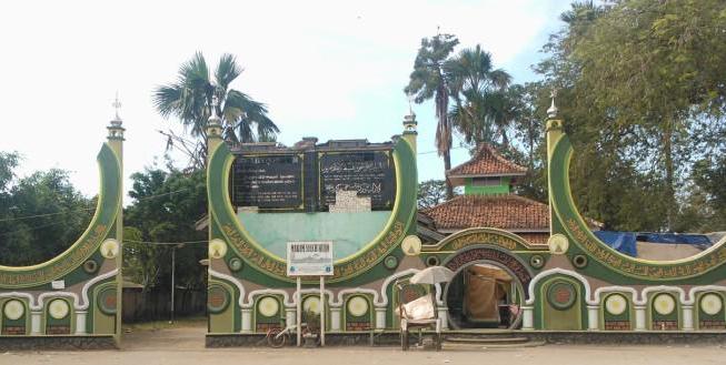 Ke Karawang Jangan Lupa Kunjungi 3 Destinasi Wisata Religi Ini, Ada Masjid Tertua di Pulau Jawa Lho - Foto 3