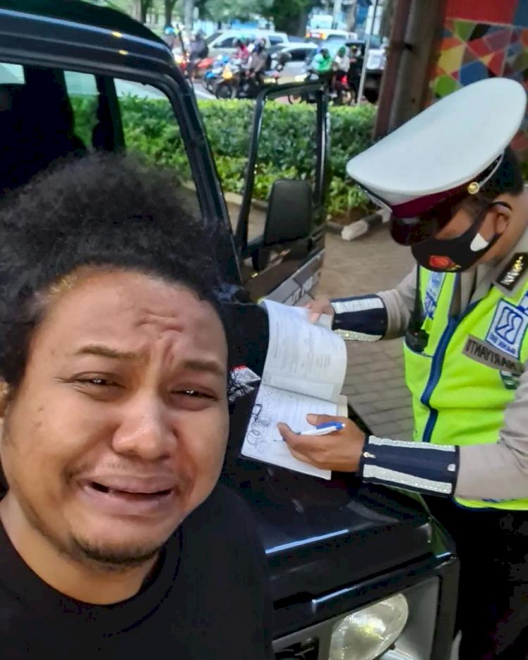 Belagak Mewek, Babe Cabita Sebut Nama Kapolda Saat Ditilang - Foto 1