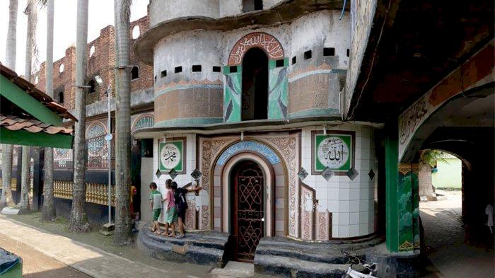 Sudah Tahu Belum 6 Masjid Ikonik di Jabodetabek Ini Miliki Arsitektur Unik dan Indah, Yuk Lihat - Foto 5
