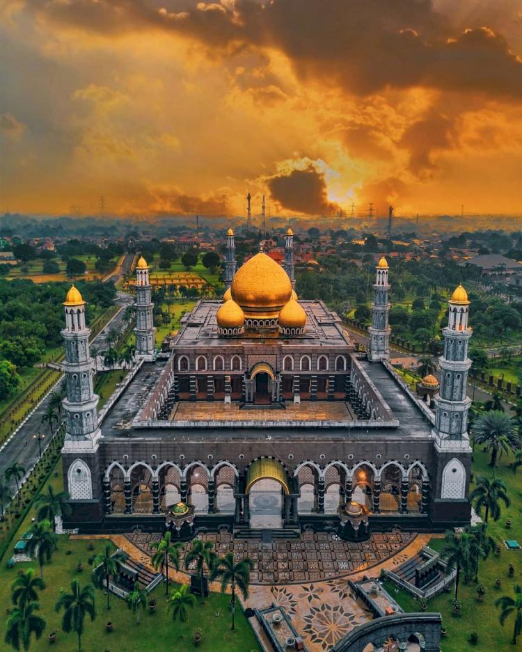 Sudah Tahu Belum 6 Masjid Ikonik di Jabodetabek Ini Miliki Arsitektur Unik dan Indah, Yuk Lihat - Foto 6