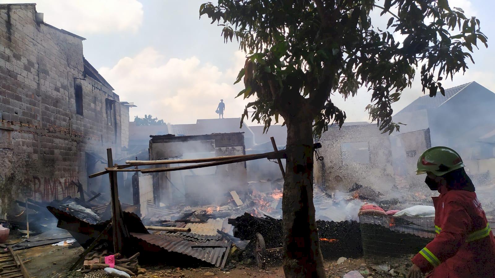 Rumah di Pamulang Ludes Terbakar, Sempat Terdengar Suara Ledakan