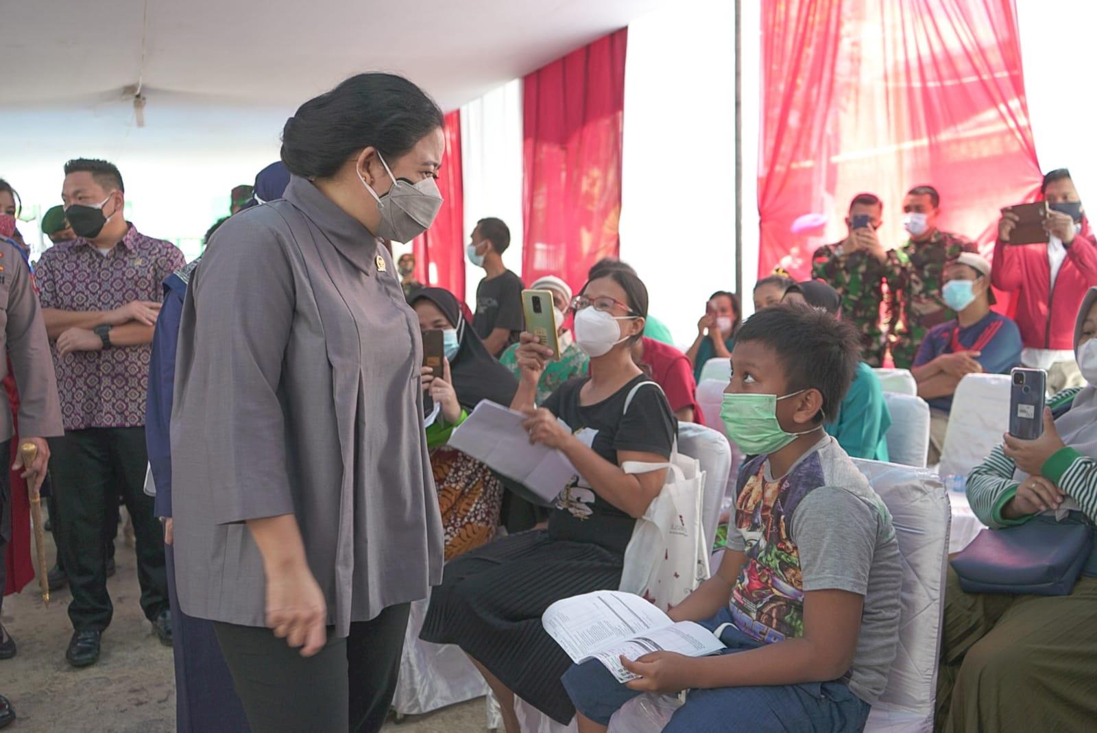 Pantau Vaksinasi di Tambora, Puan: Belum Ada yang Menyatakan Covid-19 Akan Hilang