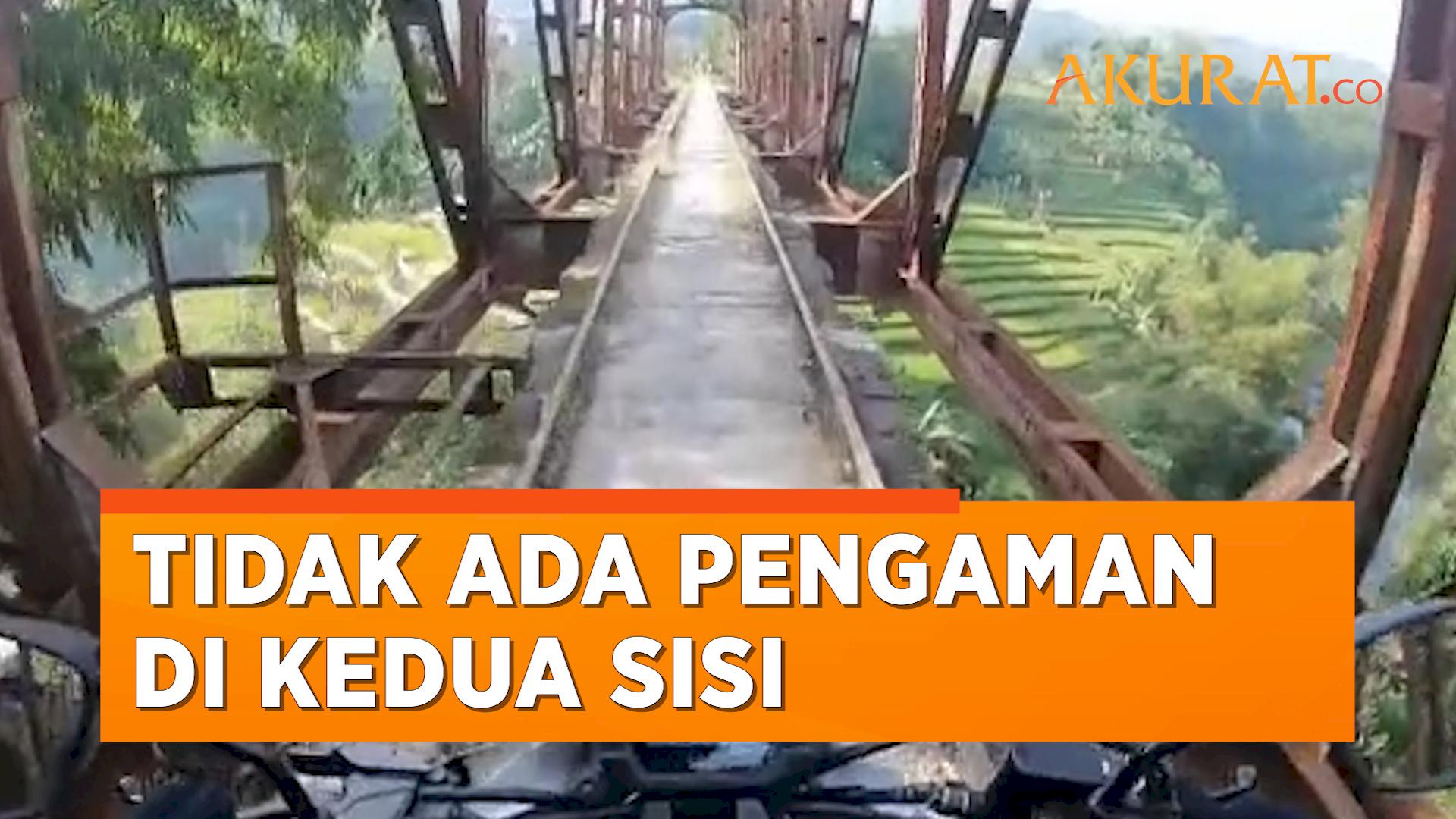 """Momen Pemotor Lewati Jembatan """"Shiratal Mustaqim"""", Goyang Dikit Langsung Beda Alam"""
