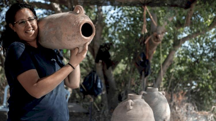 Pabrik Anggur Raksasa Berusia 1.500 Tahun Ditemukan di Israel, Diklaim Jadi yang Terbesar di Dunia - Foto 1