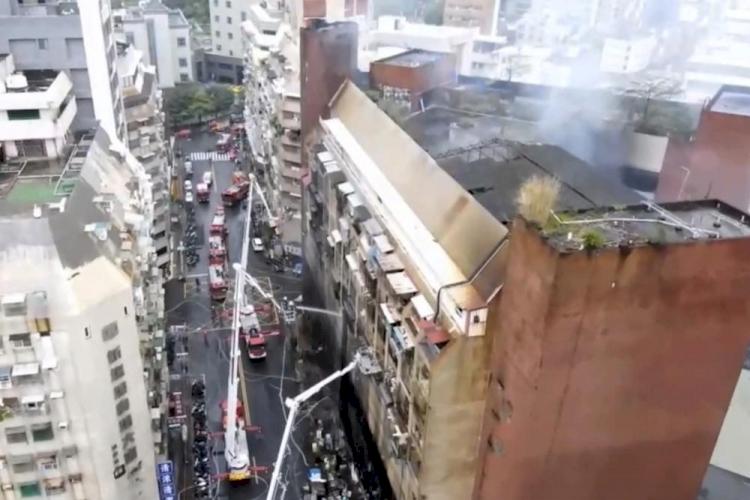 Kebakaran Hebat Lalap Gedung Apartemen 13 Lantai di Taiwan, 46 Orang Tewas - Foto 2