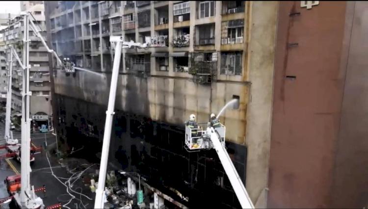 Kebakaran Hebat Lalap Gedung Apartemen 13 Lantai di Taiwan, 46 Orang Tewas - Foto 3