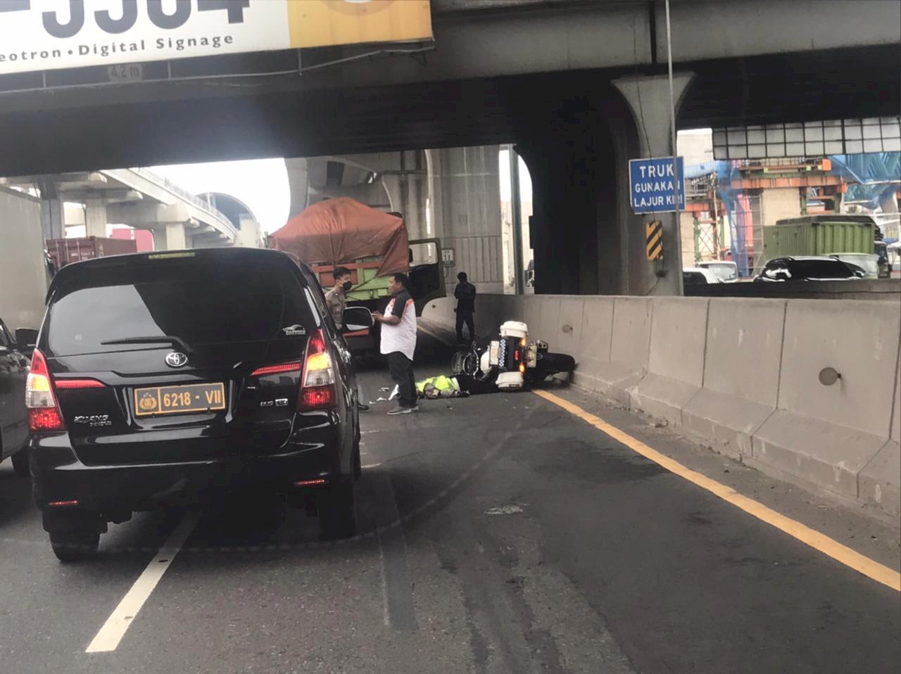 Anggota Polisi Tewas Terlindas Truk di Tol Cikampek